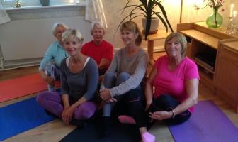 Sanitetens Yoga På Breidablikk fylles opp! Det er fremdeles plass til flere. Den avholdes på Breidablikk hver onsdag kl 10:15-11:30. Pris for høstsemesteret er kr. 400,-.